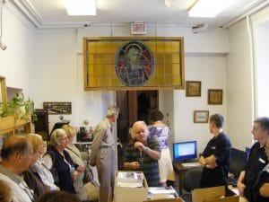 L'historien Michel Pratt agit comme guide d'excursion lors du congrès de la Fédération Histoire Québec en 2010.